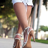 Extra bodyweight enhances effects of high heels at knee